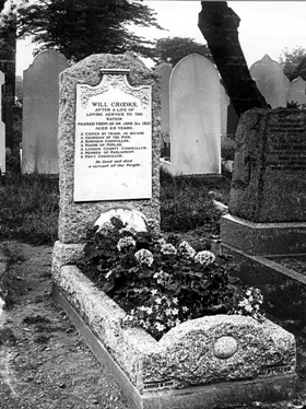 Crooks' grave at Tower Hamlets Cemetery, 1921